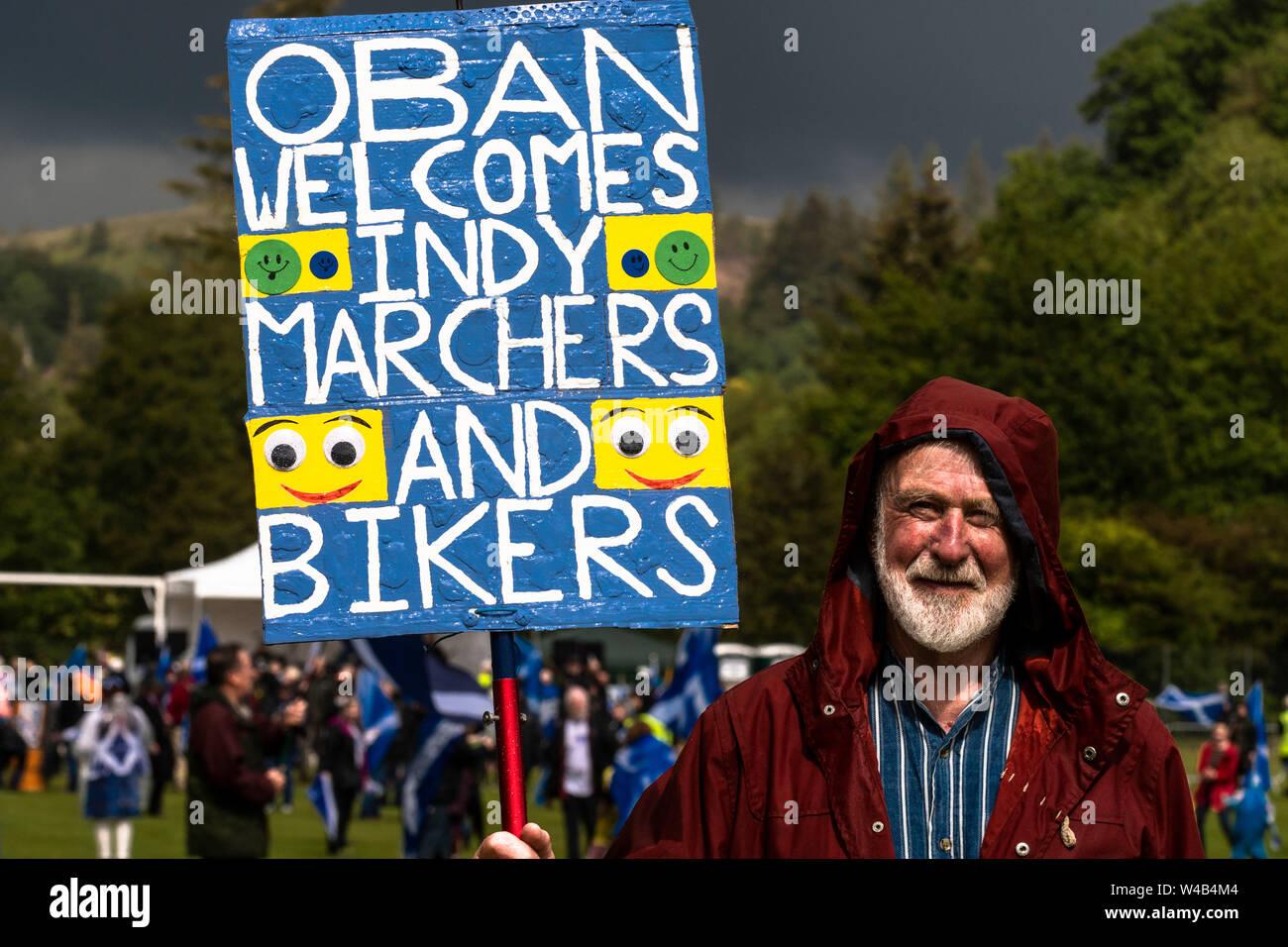 Oban, tutti sotto uno striscione indipendenza marzo - 2019 Foto Stock