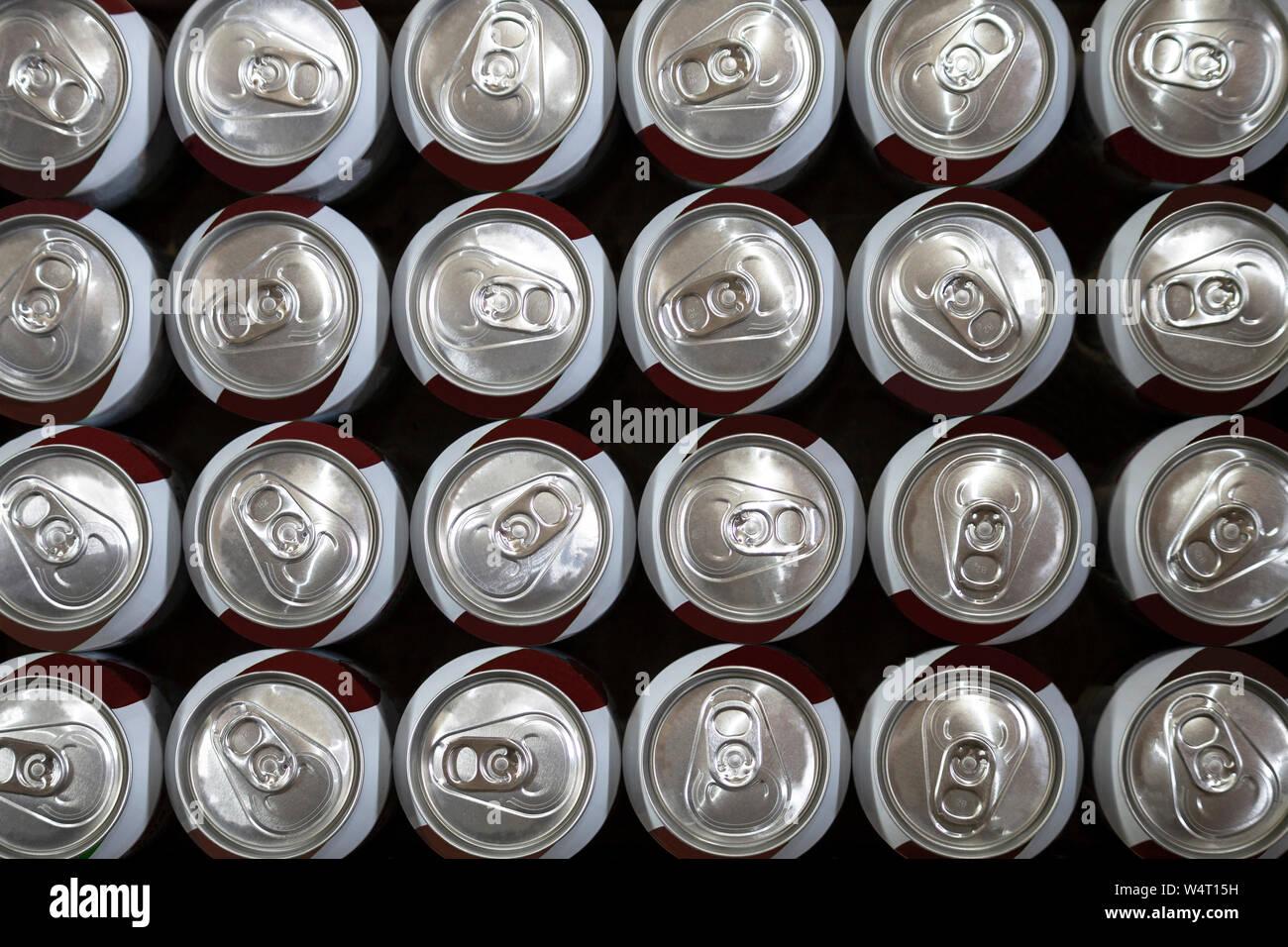 Vista aerea del soft drink lattine Foto Stock