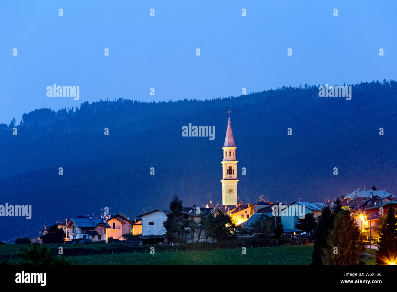 Camporovere è una delle sei frazioni del comune di Roana. Altopiano di Asiago, provincia di Vicenza, Veneto, Italia, Europa. Foto Stock