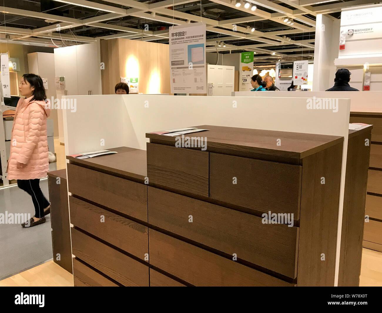 Cassettiera Ikea Malm Bianca.Cassettiere Immagini Cassettiere Fotos Stock Alamy