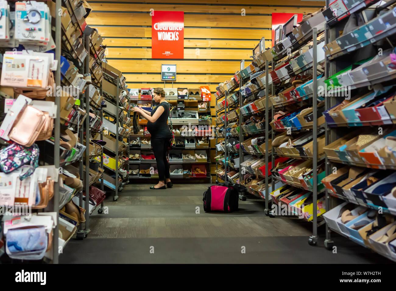 UGG promuove la sua nuova linea di calzature con MirrorBox