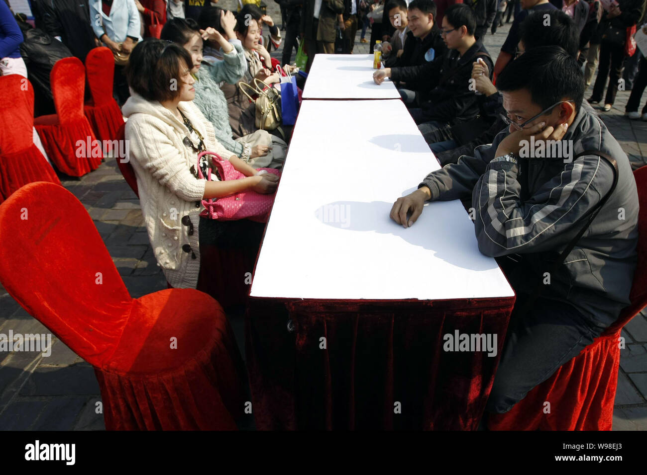 Datazione di un Consiglio cinese uomo