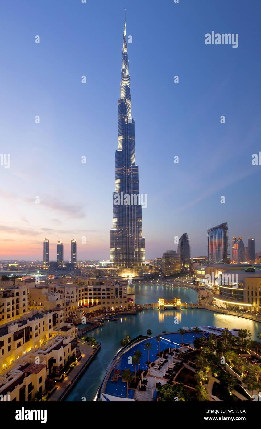 Il Burj Khalifa, completata nel 2010, l'uomo più alto struttura realizzata nel mondo, Dubai, Emirati Arabi Uniti, Medio Oriente Foto Stock