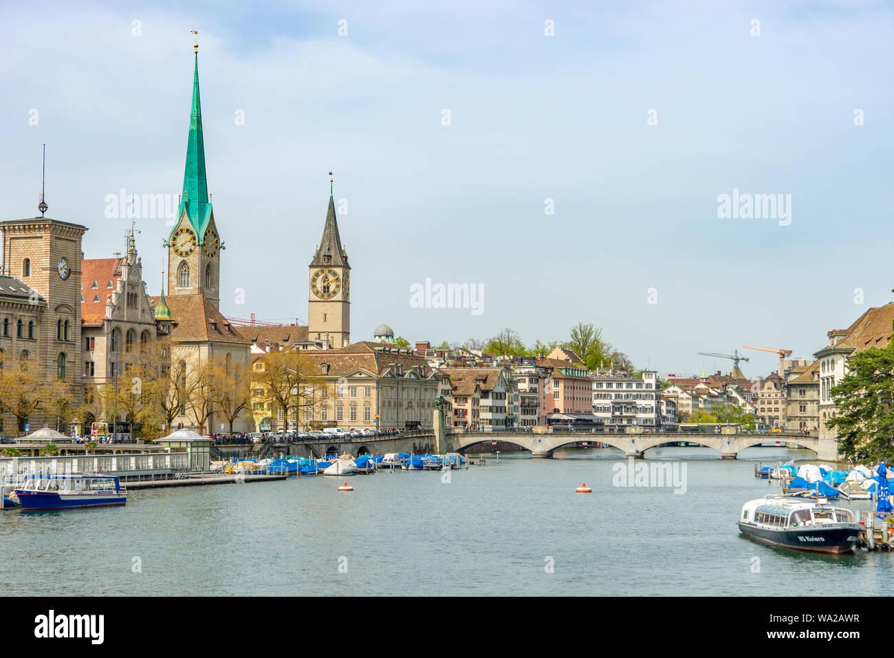 Zuerich Città sul fiume Foto Stock