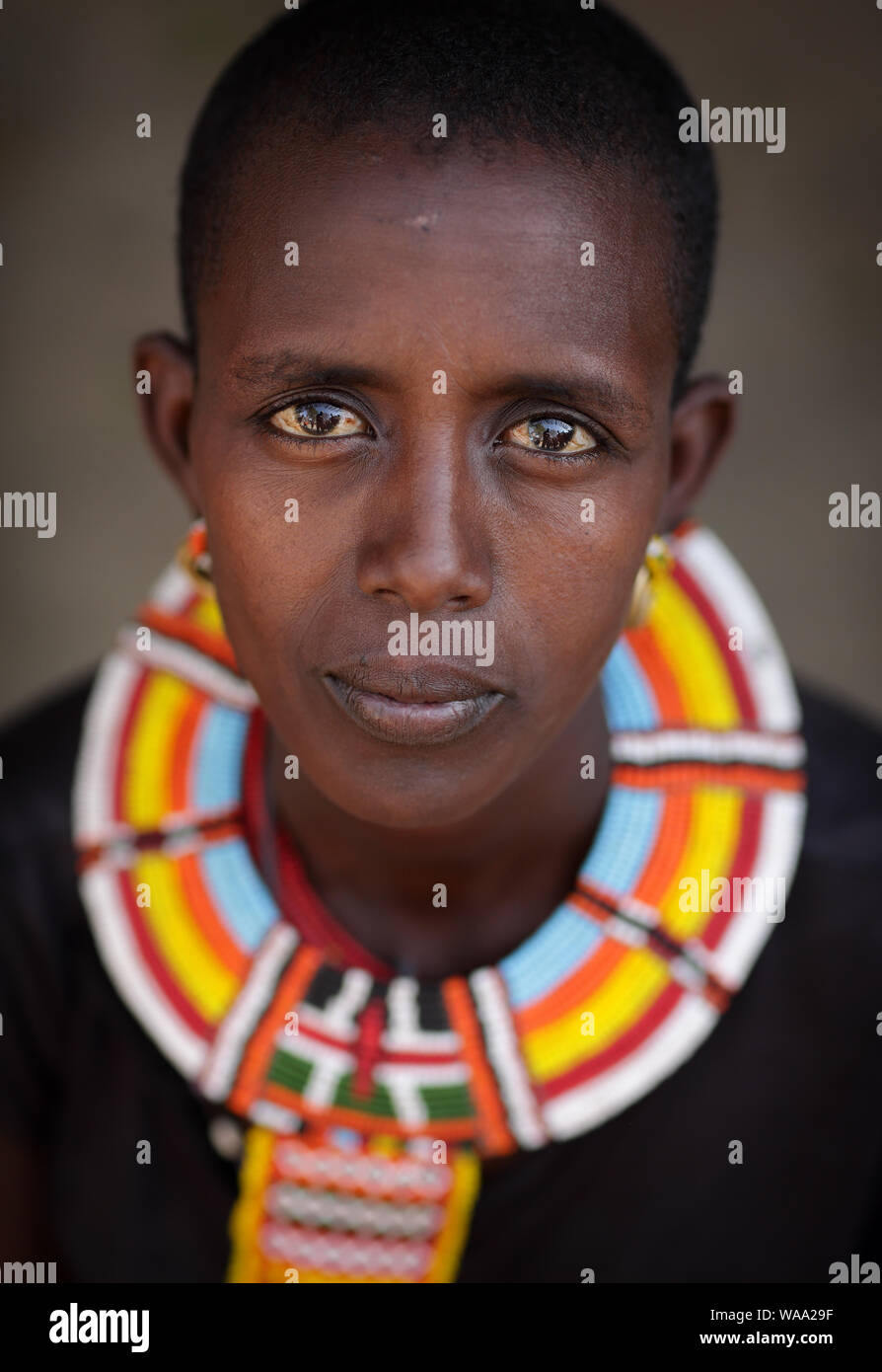 Samburu donna con collana tradizionale in Ngurunit, Kenya. Foto Stock