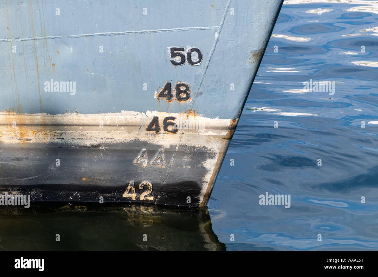 Old Ship progetto sulla carena, scala la numerazione. La distanza tra la linea di galleggiamento e il fondo della chiglia. Foto Stock