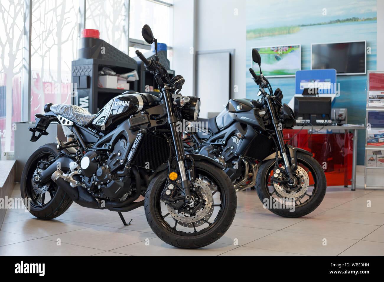 Russia, Izhevsk - Agosto 23, 2019: Yamaha Moto shop. Nuova moto e accessori in motocicletta store. Famoso marchio mondiale. Foto Stock