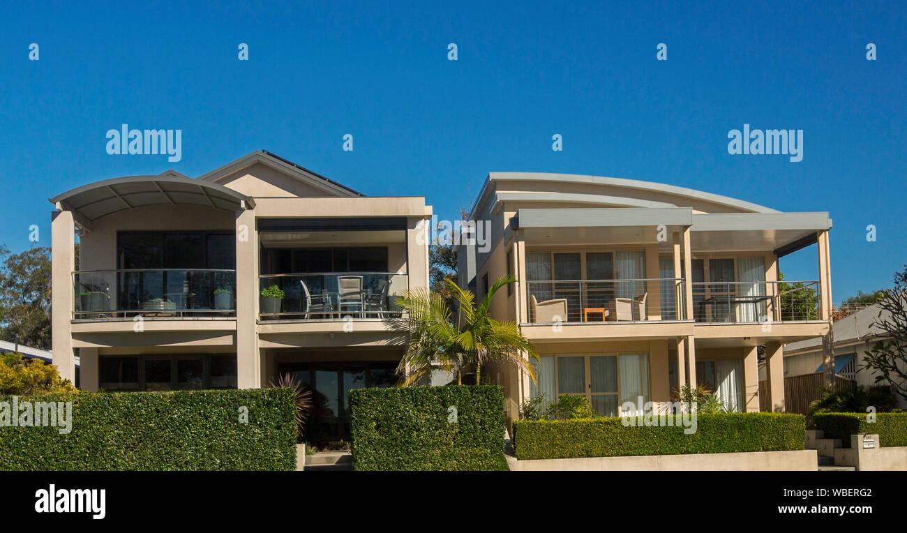 Case A Due Piani case a due piani immagini & case a due piani fotos stock - alamy