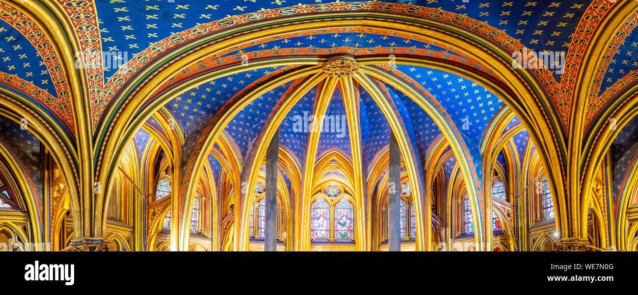Francia, Parigi, zona elencata come patrimonio mondiale dall' UNESCO, Ile de la Cite, Sainte Chapelle, gotica del tetto della cappella inferiore Foto Stock