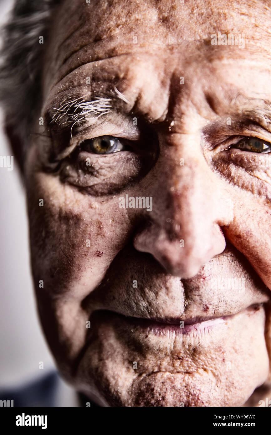 Ritratto di uomo anziano, close-up Foto Stock