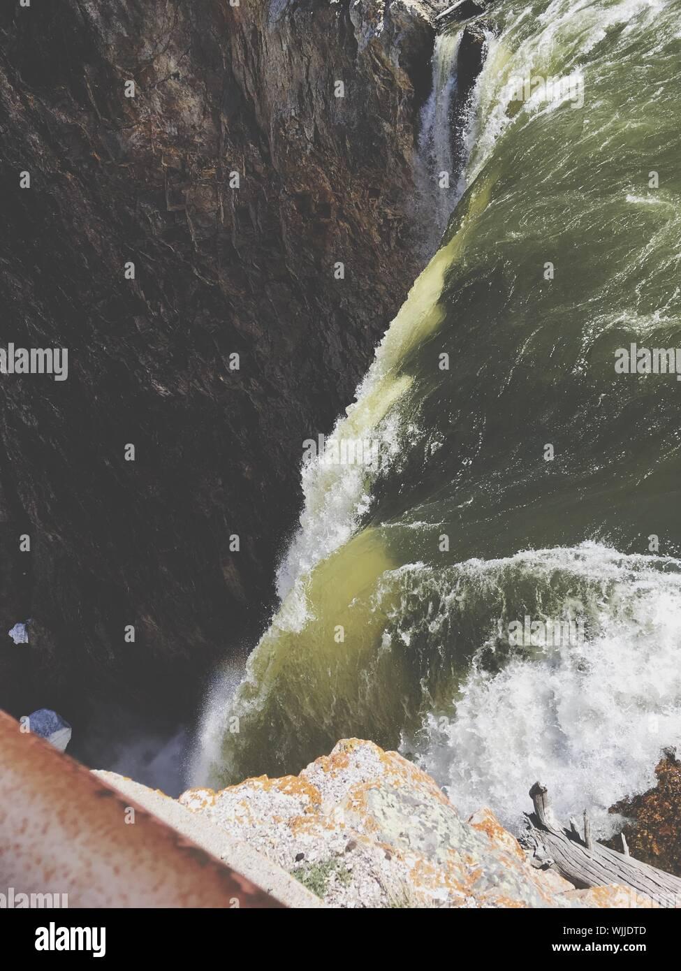 Vista panoramica della cascata contro Sky Foto Stock