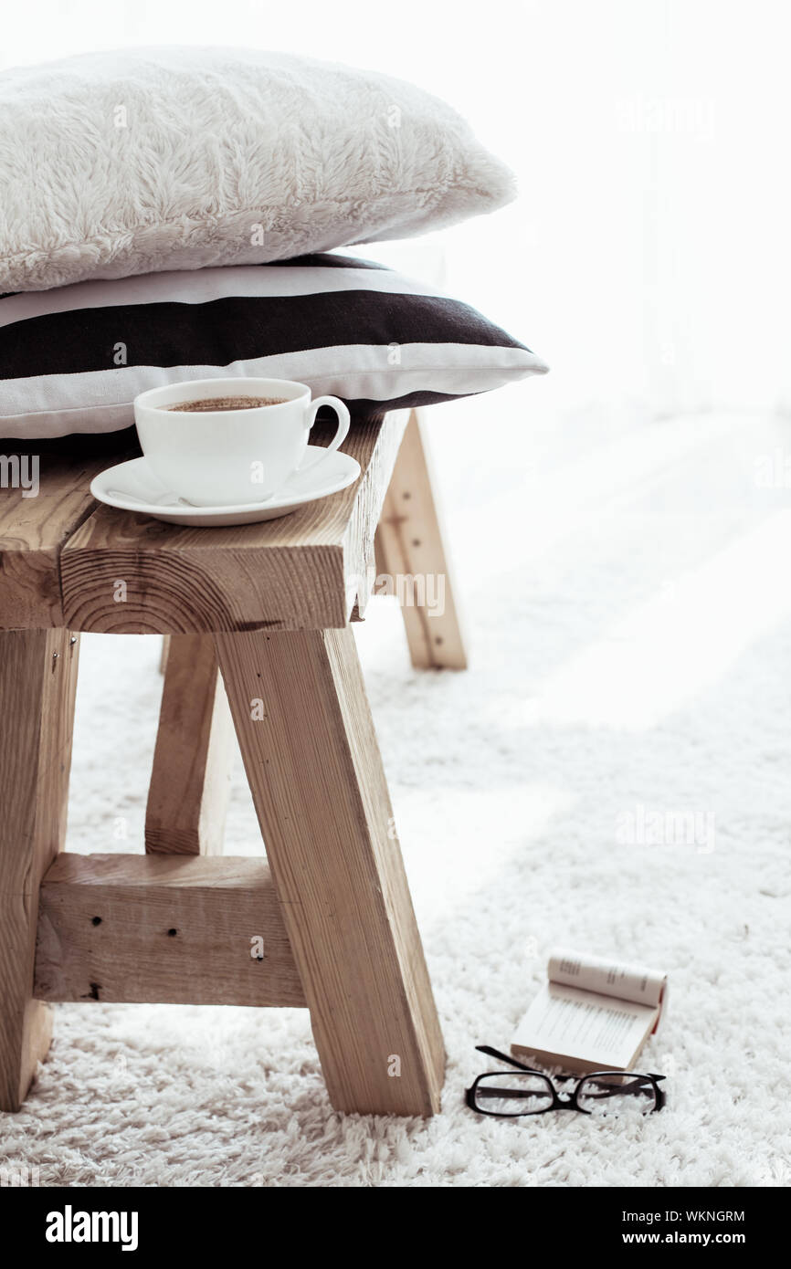 Cuscini Bianchi E Neri cuscini bianchi immagini & cuscini bianchi fotos stock - alamy