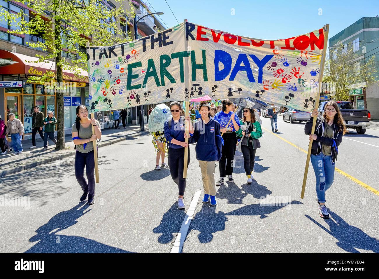 2019 Earth Day Parade e Festival organizzato dai giovani per la giustizia climatica ora, Vancouver, British Columbia, Canada Foto Stock