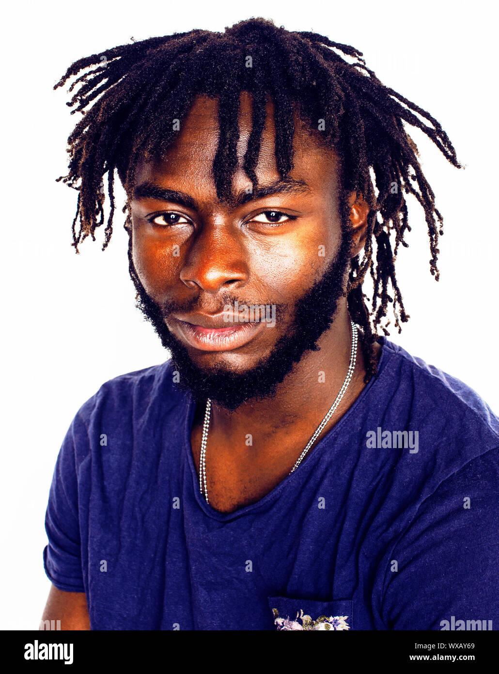 Giovane bello afro american boy elegante hipster emotivo gesti isolati su sfondo bianco sorridente Foto Stock