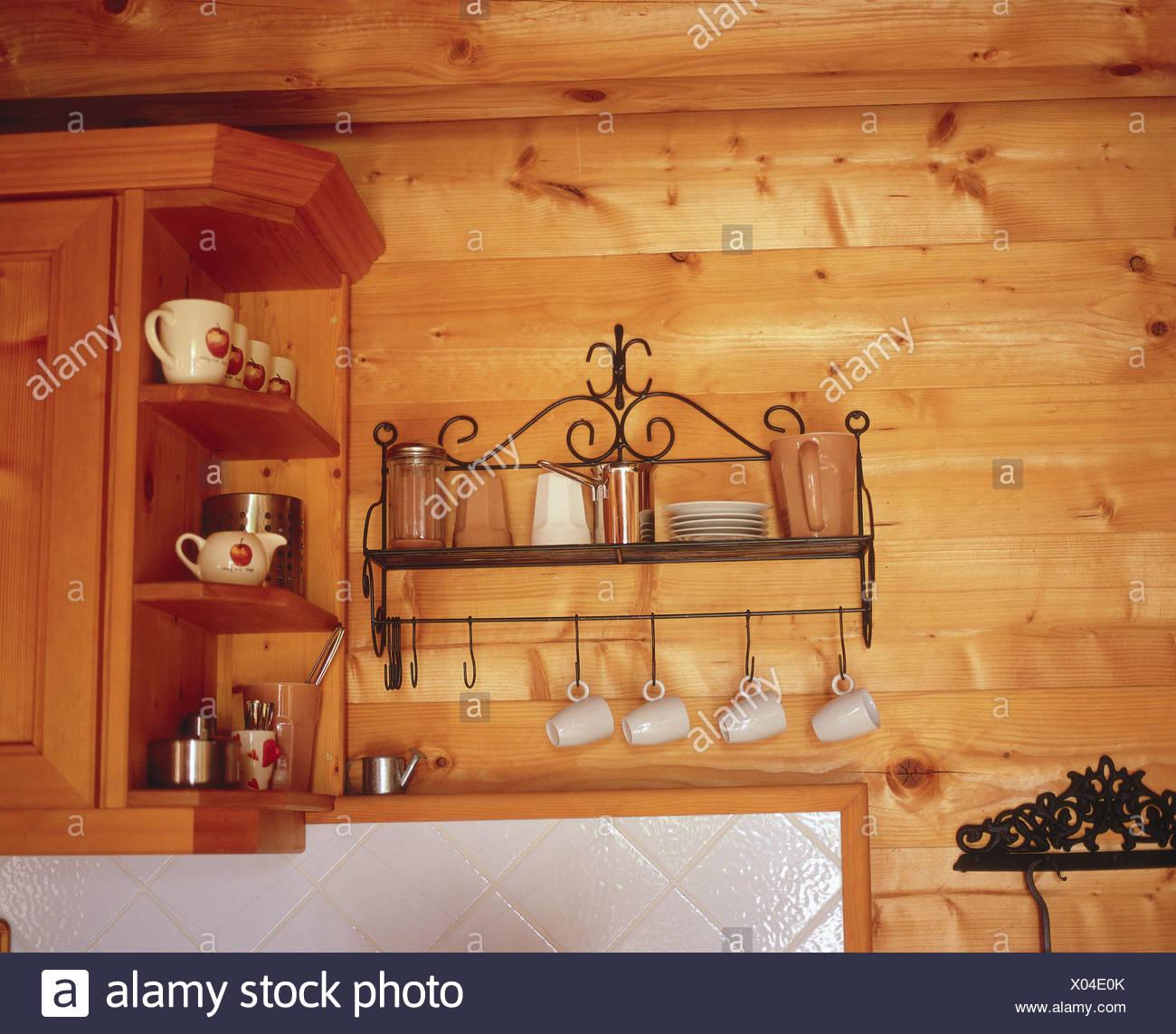 Cucina, tutti gli stessi piatti a muro, Rivestimento parete ...
