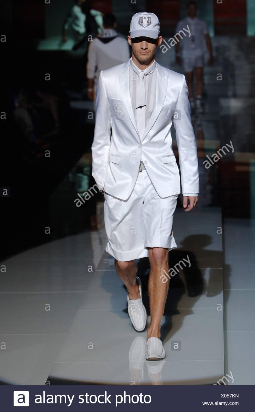 Dolce   Gabbana Milano pronto a indossare abbigliamento Uomo Primavera  Estate indossa il modello bianco cappello da baseball D G iniziali 358443c1ac8