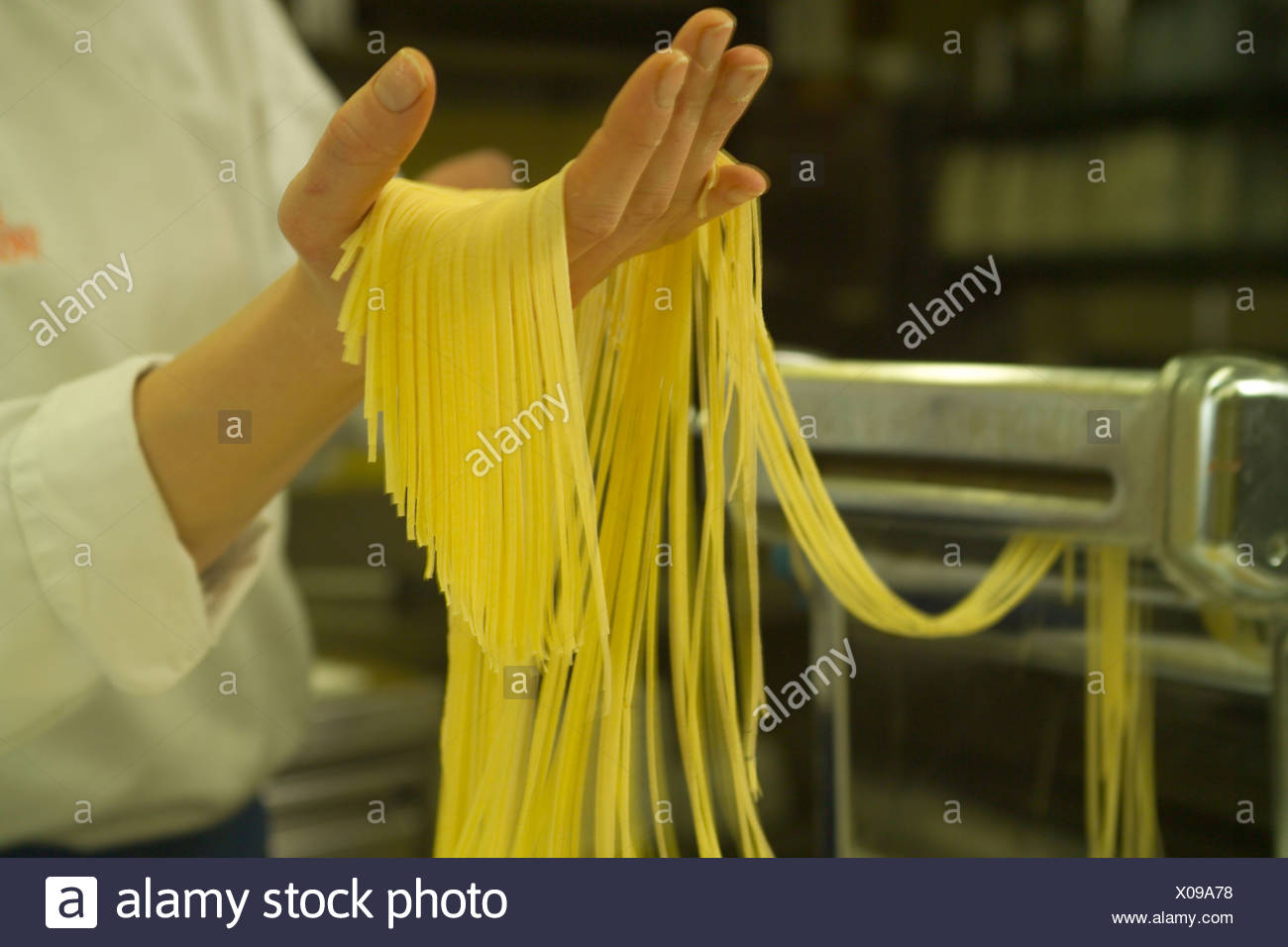 Awesome Spaghetti Zubereiten Della Pasta Immagini Stock With Krutertpfe Kche