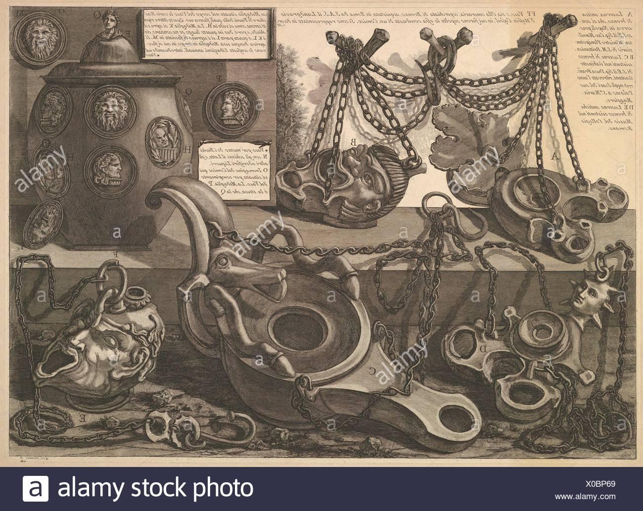 Varie lampade e un vaso encusted con cammei, da vasi, candelabri, cippi, sarcofagi, tripodi, Lucerna, ed ornamenti antichi disegnati ed incisi Immagini Stock