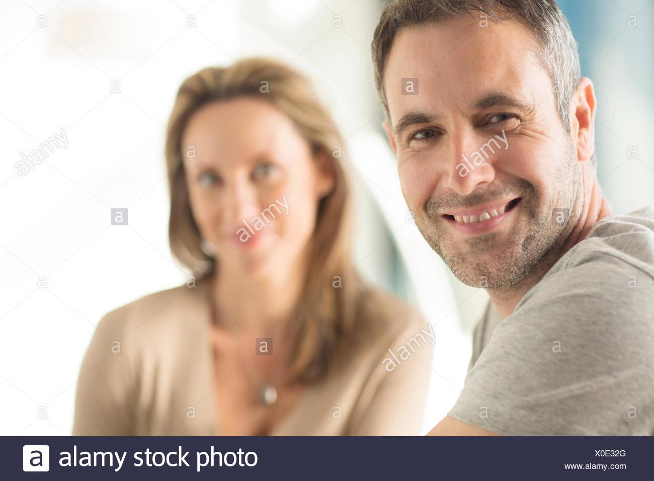 Close up di uomo di volto sorridente Immagini Stock