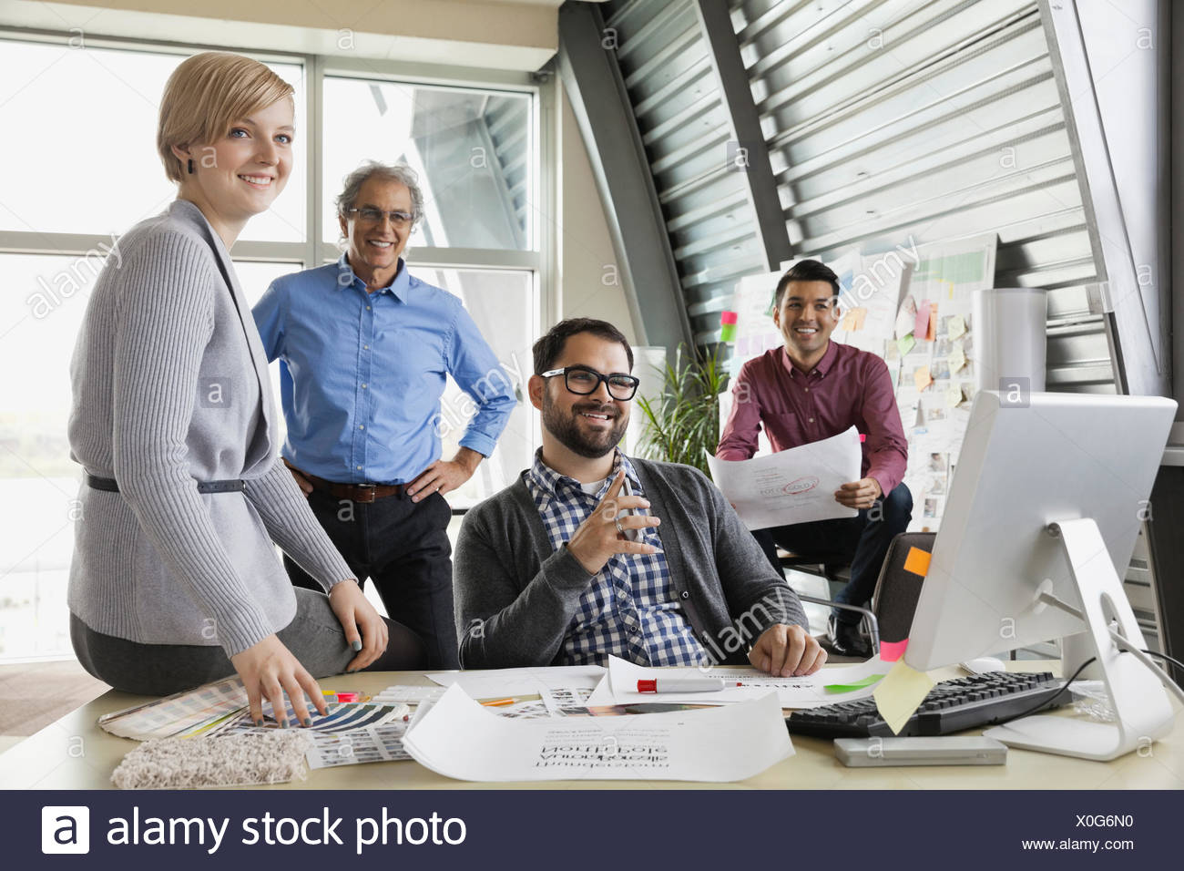 Team aziendale collaborando sul progetto Immagini Stock