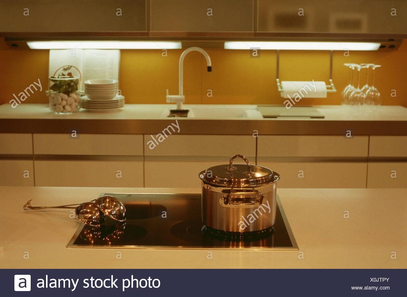 Credenza Da Cucina : Fornello da cucina pentola mestoli serie armadi line