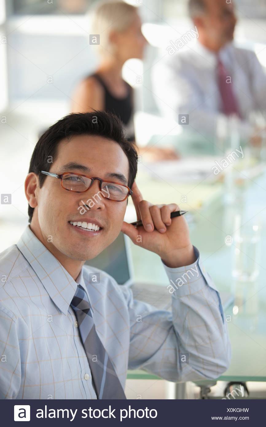 Imprenditore alla scrivania, in riunione Immagini Stock