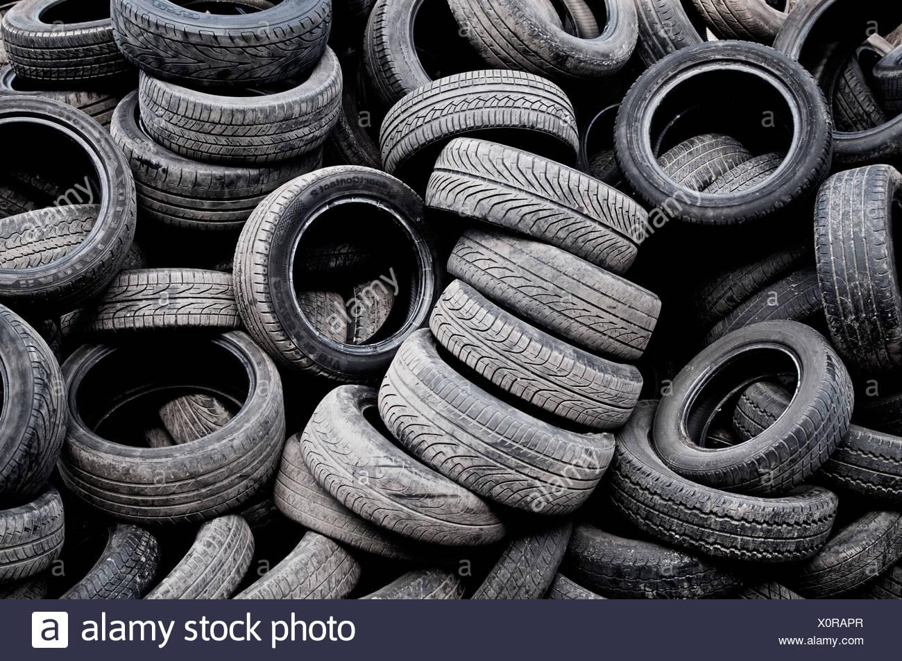 Un mucchio di pneumatici usati Immagini Stock