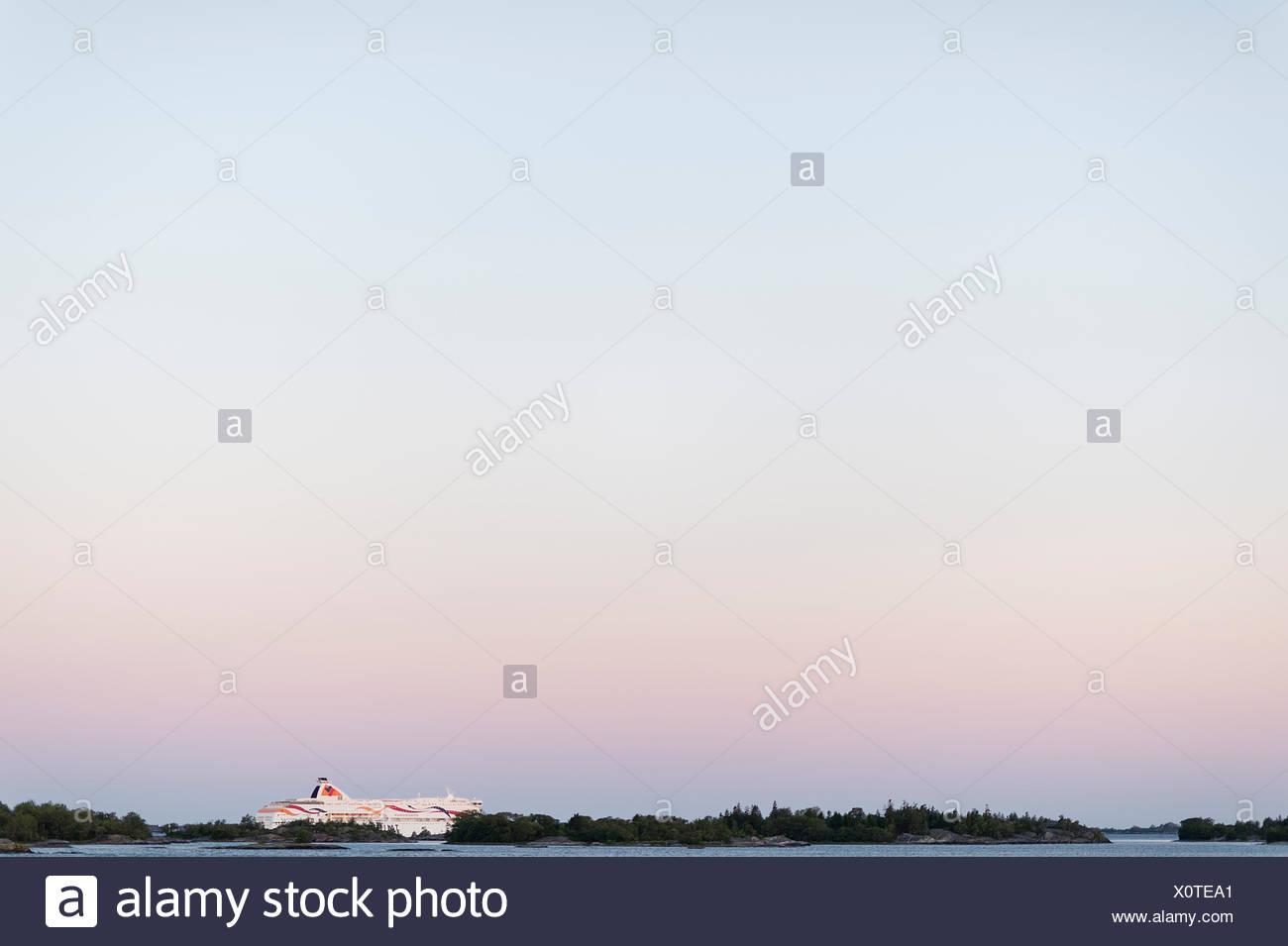 La Svezia, arcipelago di Stoccolma, Uppland, Fejan, Vista del cielo all'alba Foto Stock
