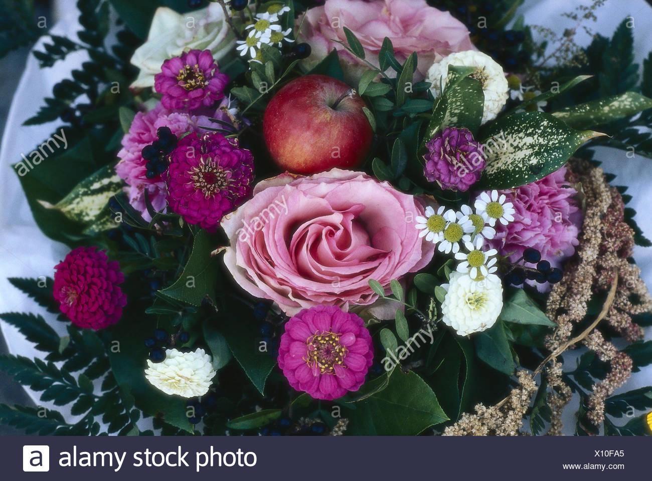 Mazzo di fiori rose garofani apple dettaglio piante fiori
