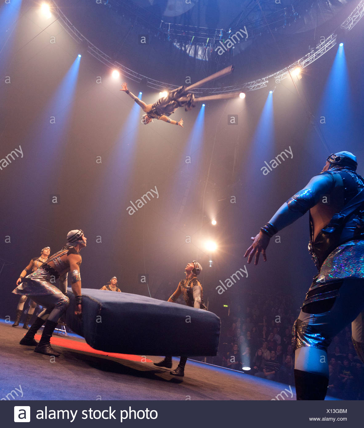 Troupe Dosov, FlicFlac Circo di Natale, premiere di Schrille Nacht, eilige Nacht, Westfalia Hall, Dortmund Immagini Stock