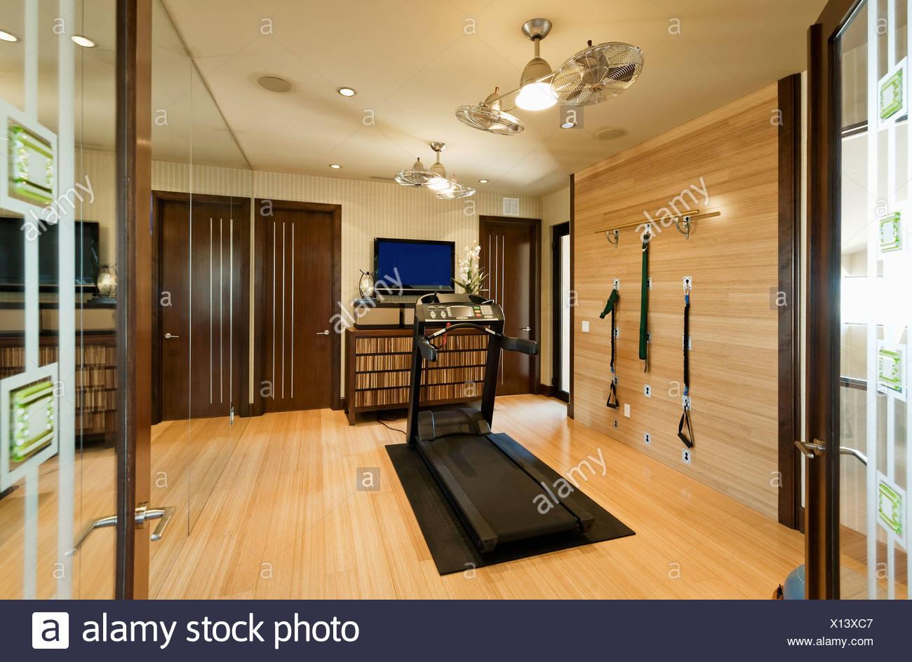 Palestre In Legno Prezzi interno con attrezzature da palestra e pavimento in legno