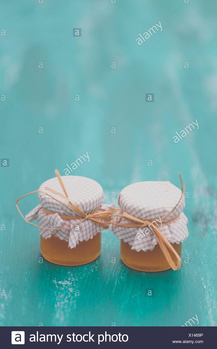 Close-Up di miele sul tavolo di legno Immagini Stock