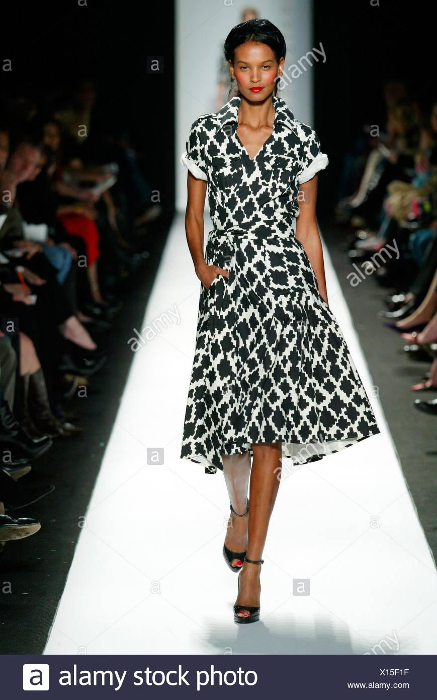 fa931ef74a37 Diane von Furstenberg New York pronto a indossare in autunno e inverno  modello femminile di Liya