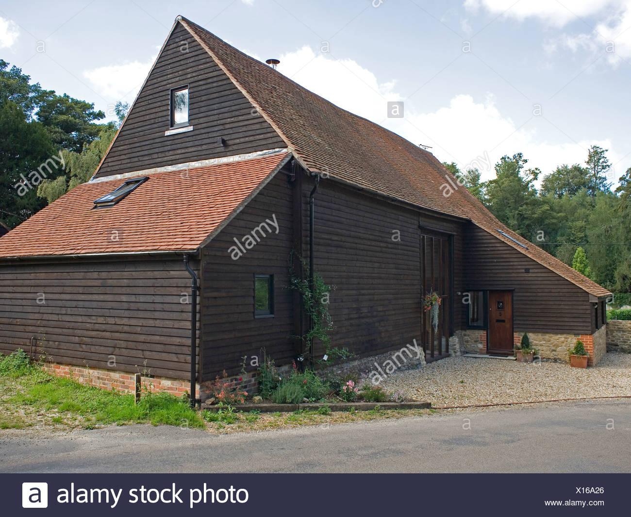 Soffitto Con Travi In Legno In Inglese : Country inglese tradizionale granaio conversione con legno scuro e