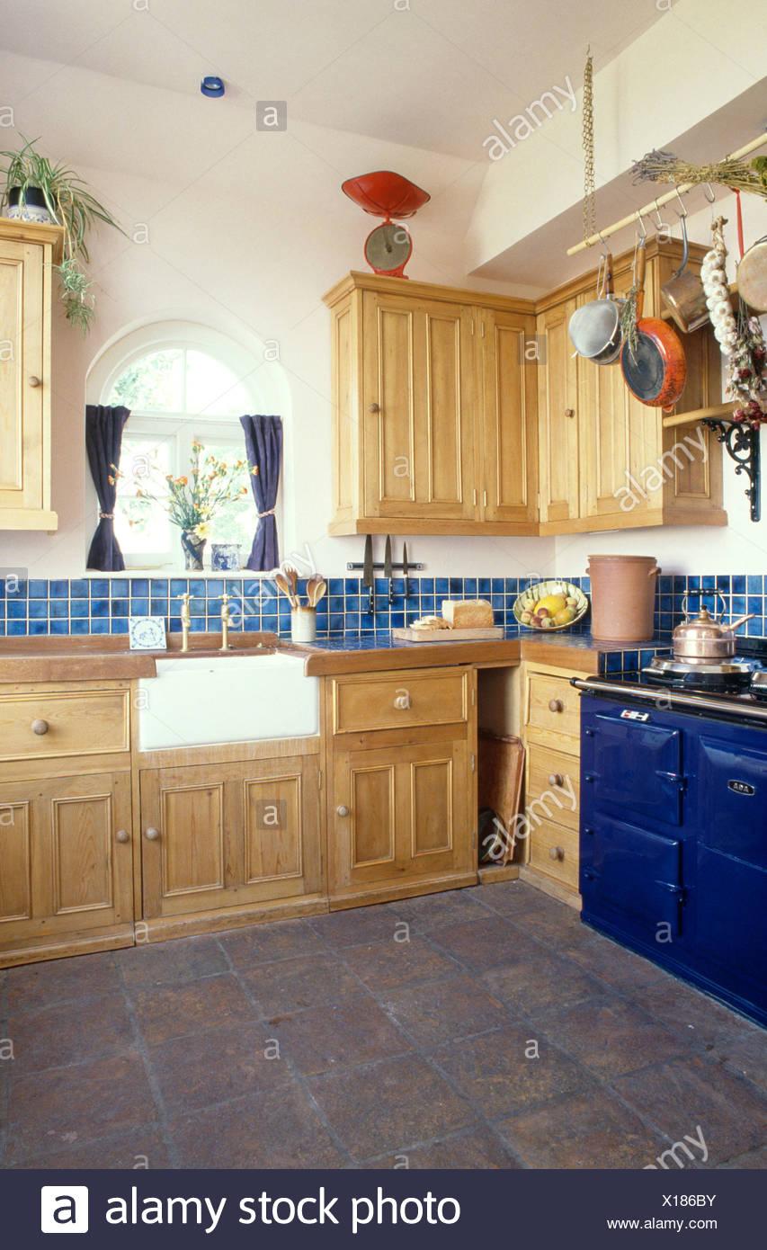 Blue Aga è dotato di cucina di pino con dissipatore di maggiordomi e ...
