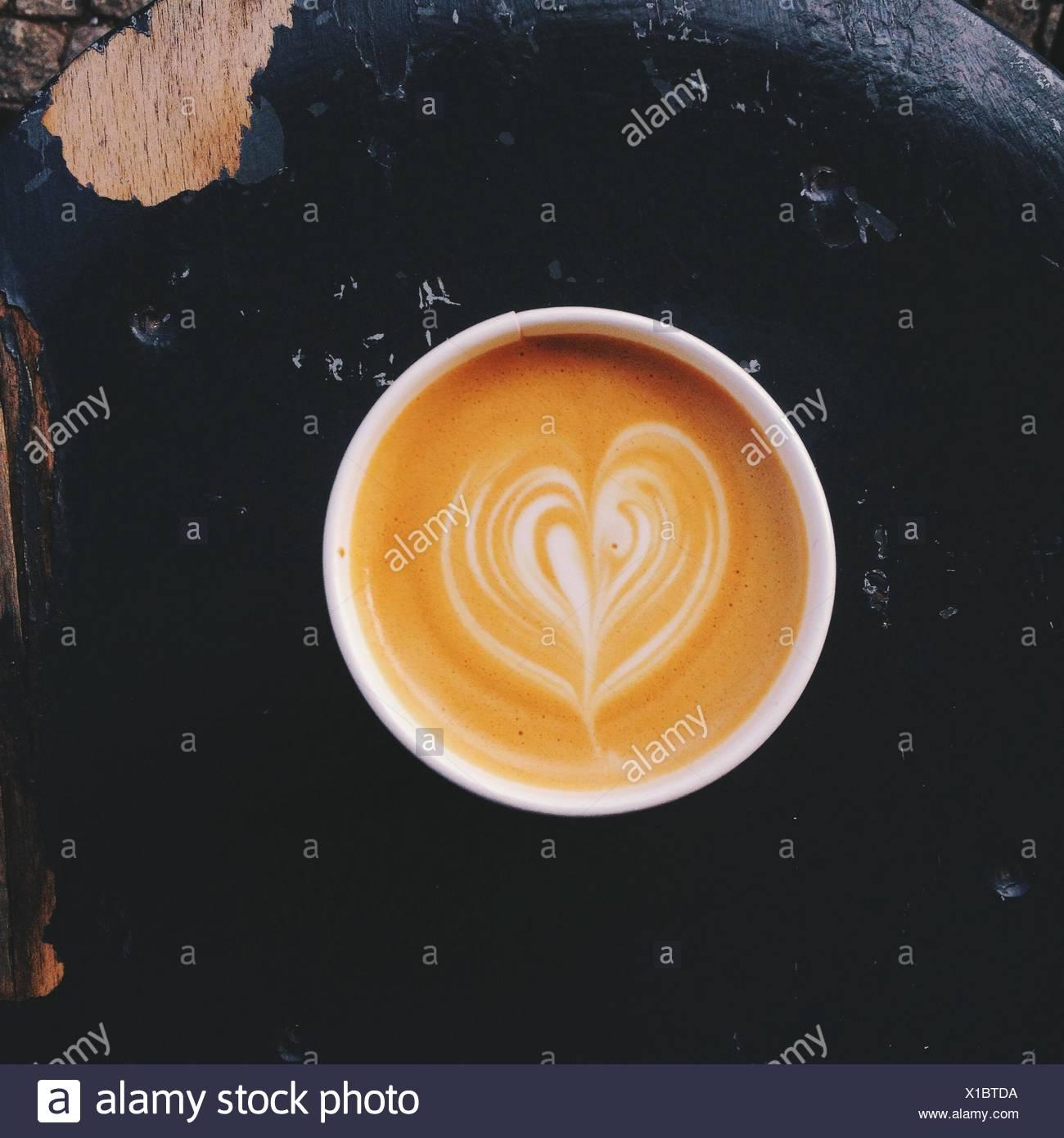 Cappuccino tazza di caffè con latte Design Foto Stock