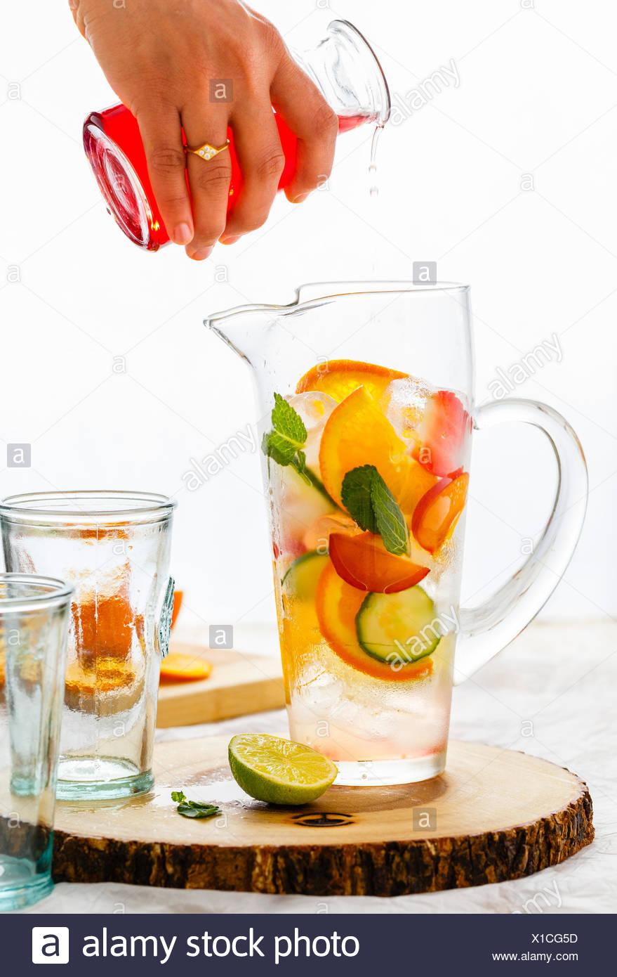 Il Gin Tonic e preparazione Immagini Stock