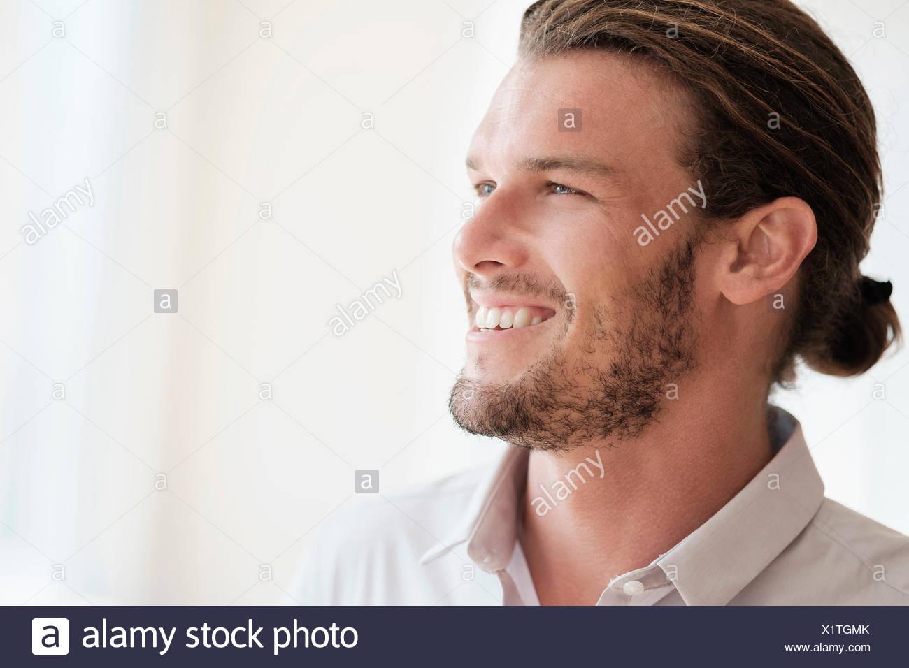 Metà di uomo adulto ridere Immagini Stock