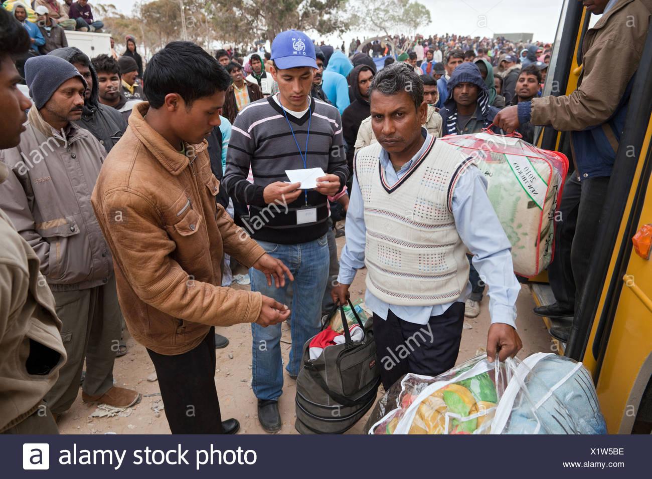 Arrivo di nuovi rifugiati nel Shousha Refugee Camp Ben Gardane, Tunisia Immagini Stock