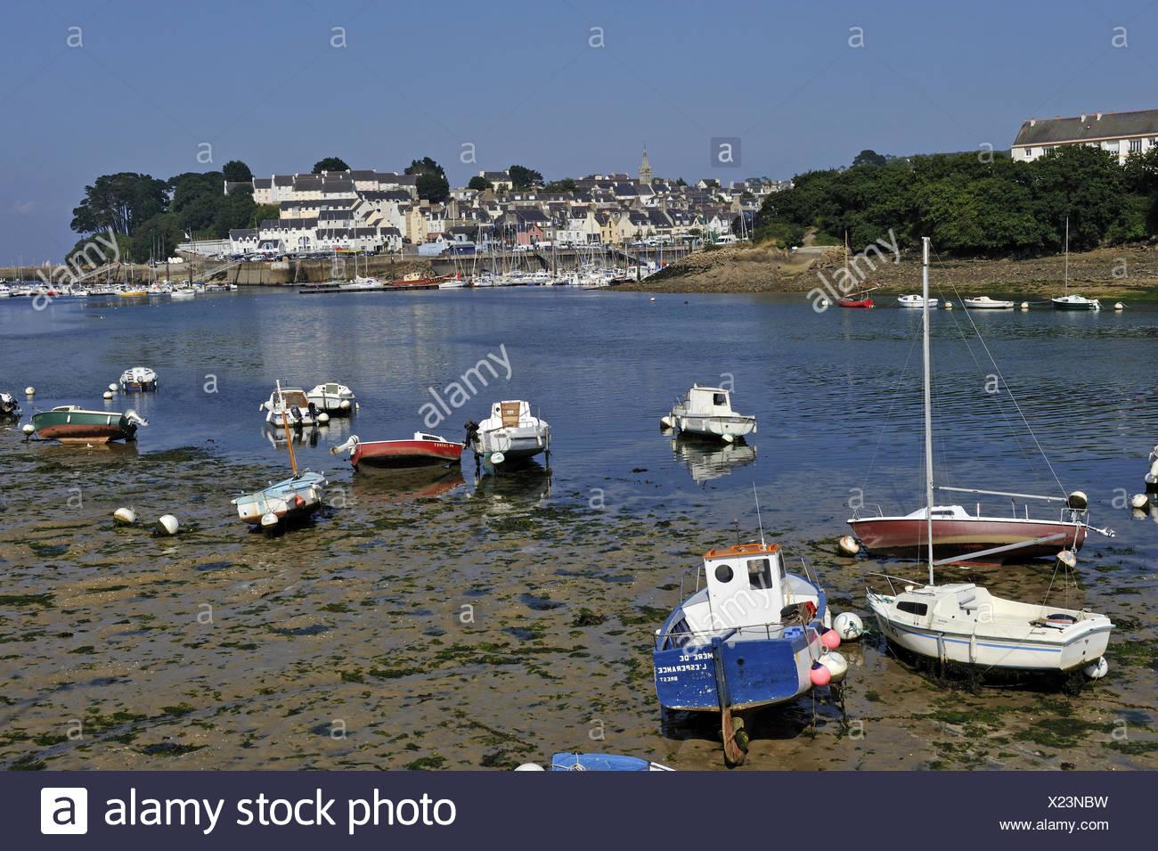 Lungo gli sfondi Atlantico bay barca costa della Bretagna color image cornouaille dipartimento Douarnenez E.U. estuario Europeo in Europa Immagini Stock