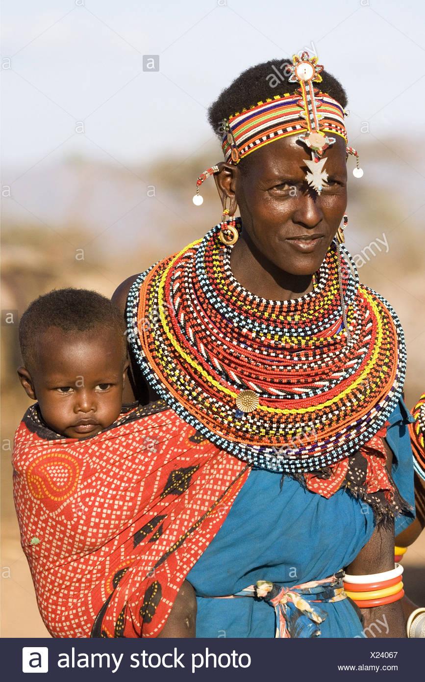 Persone, donne con bambini, Kenya, Samburu Donna con bambino, Africa, Additional-Rights-Clearance-Info-Not-Available Immagini Stock