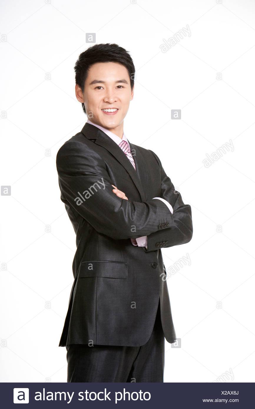 Tre quarti lunghezza imprenditore sorridente con le braccia incrociate Immagini Stock