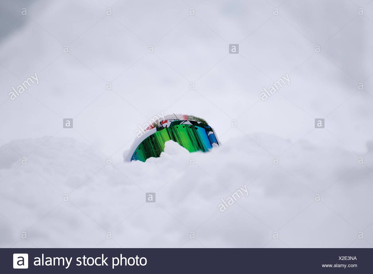 Close-Up di maschere da sci sulla neve campo coperto Immagini Stock
