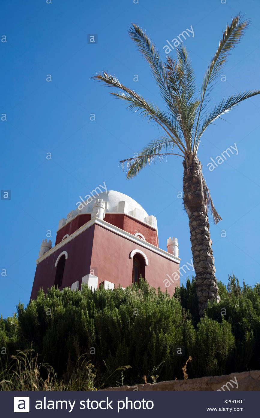Torre araba in Spagna palm blue tower vasto deserto oblò finestra abbaino Immagini Stock