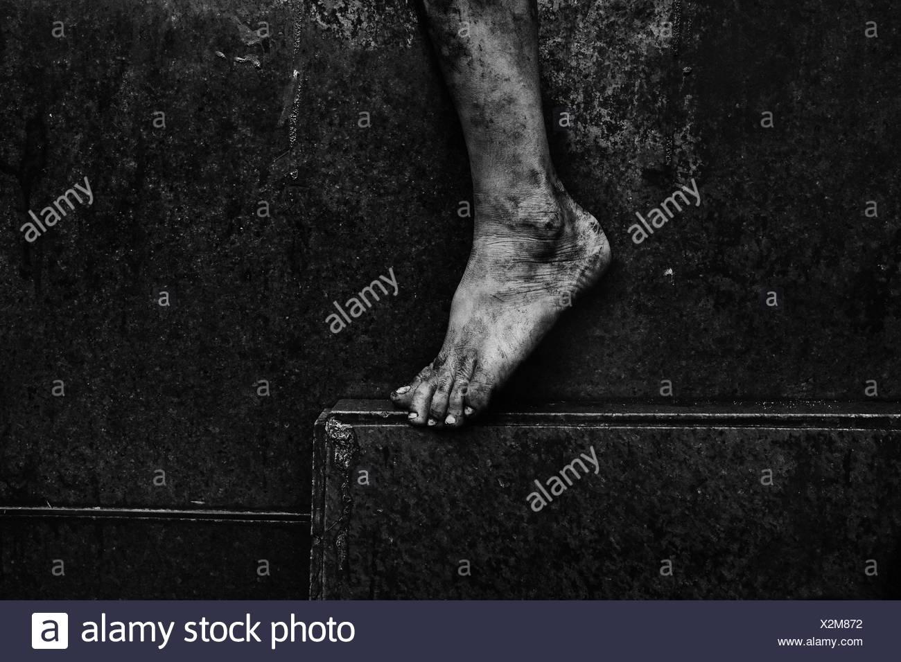 Sezione bassa di a piedi nudi Immagini Stock