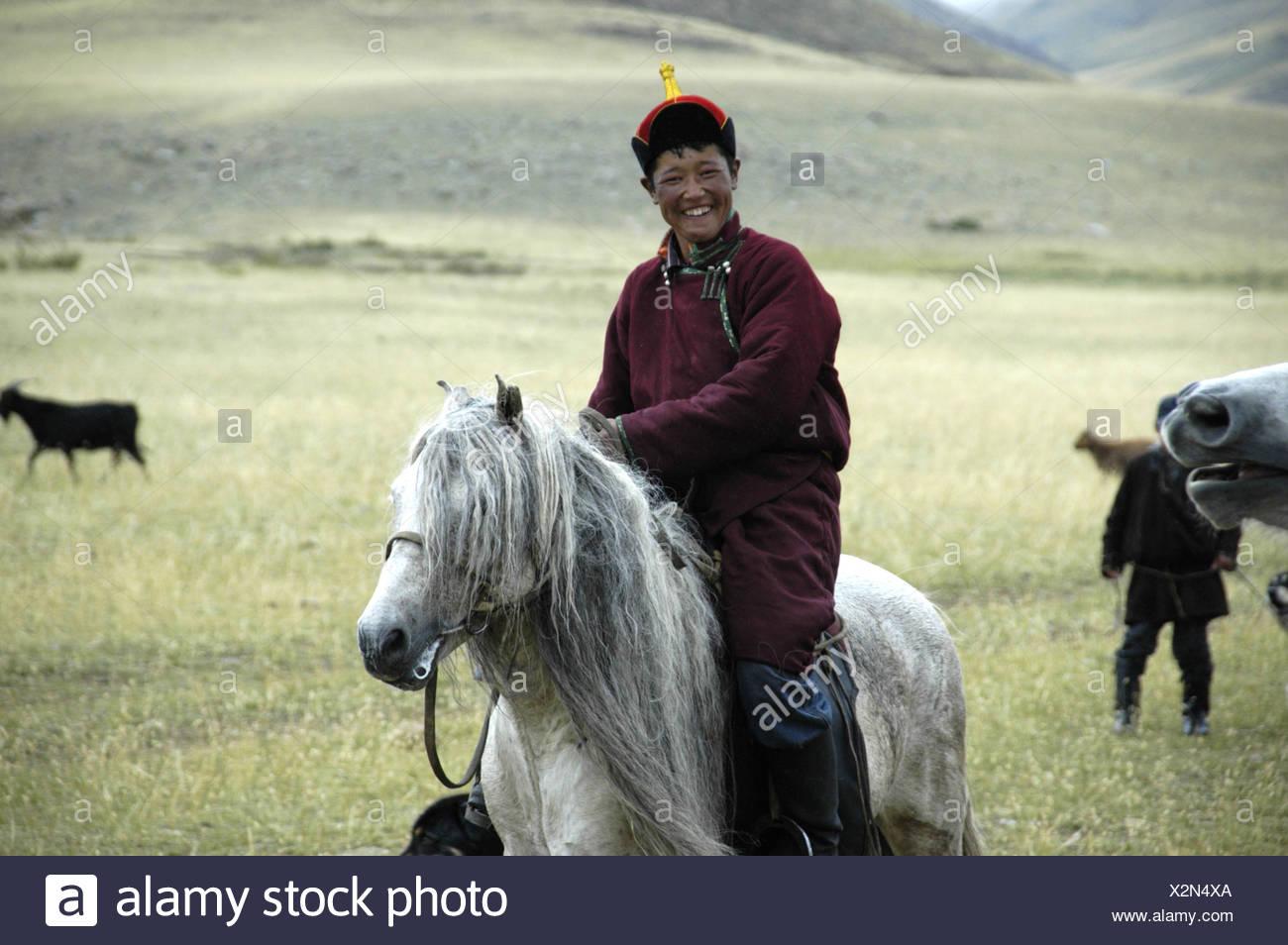 moda scarpe casual scarpe originali Nomads pastorello vestito in tradizionale cappotto e cappello è in ...