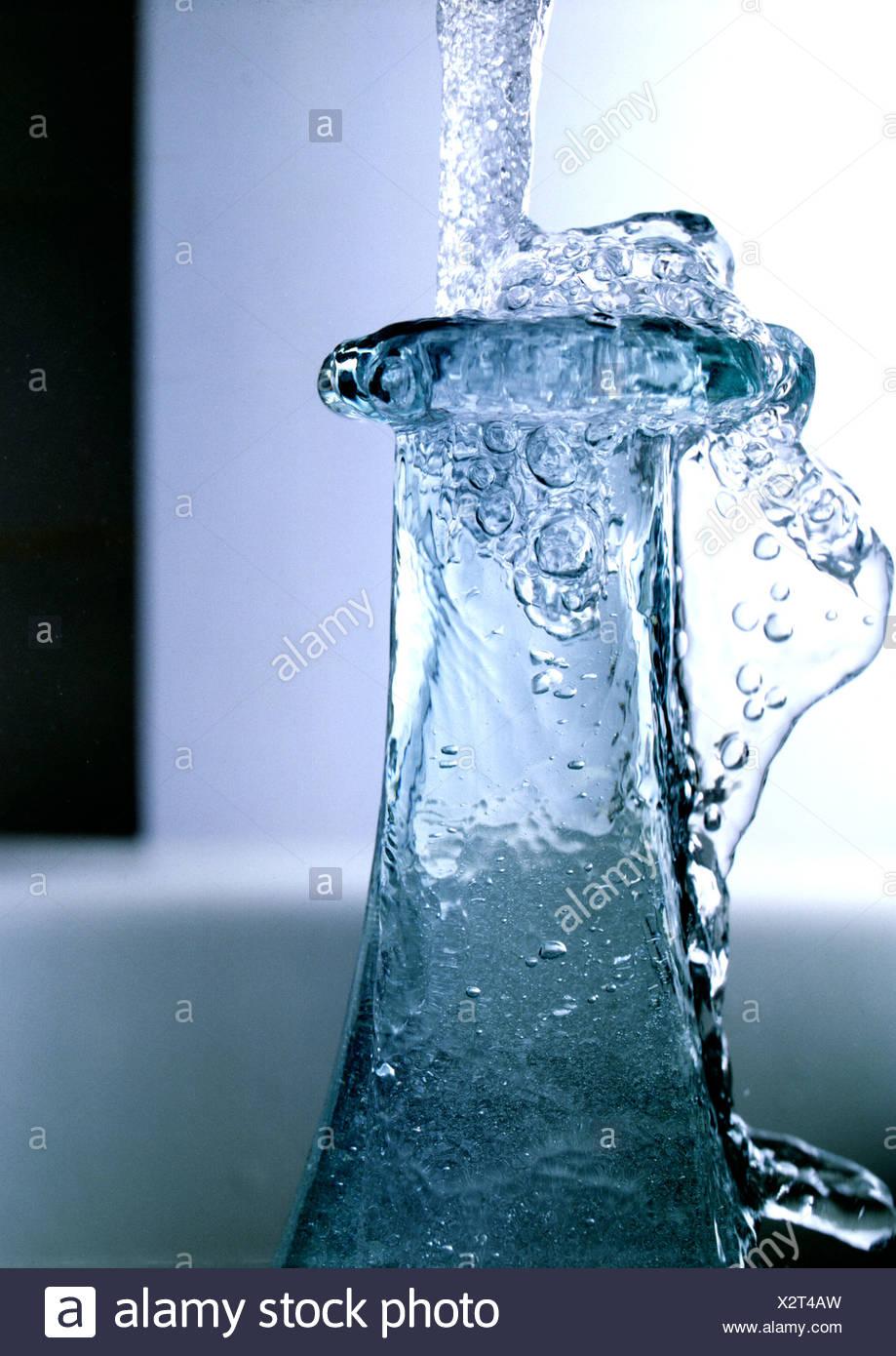Acqua congelata e bocca di bottiglia Immagini Stock