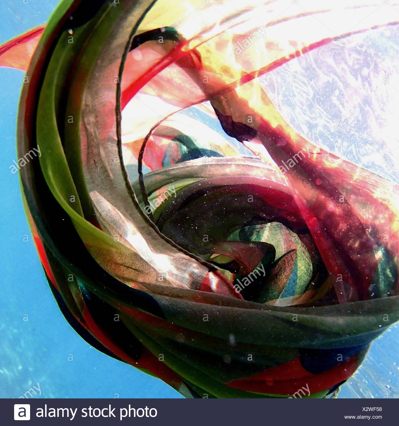 Multi-sciarpa colorata subacquea flottante Immagini Stock