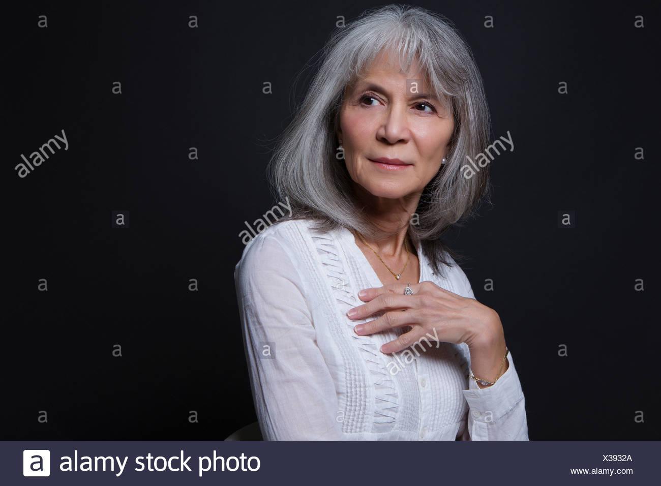 Ritratto in studio di fiducia senior donna Immagini Stock
