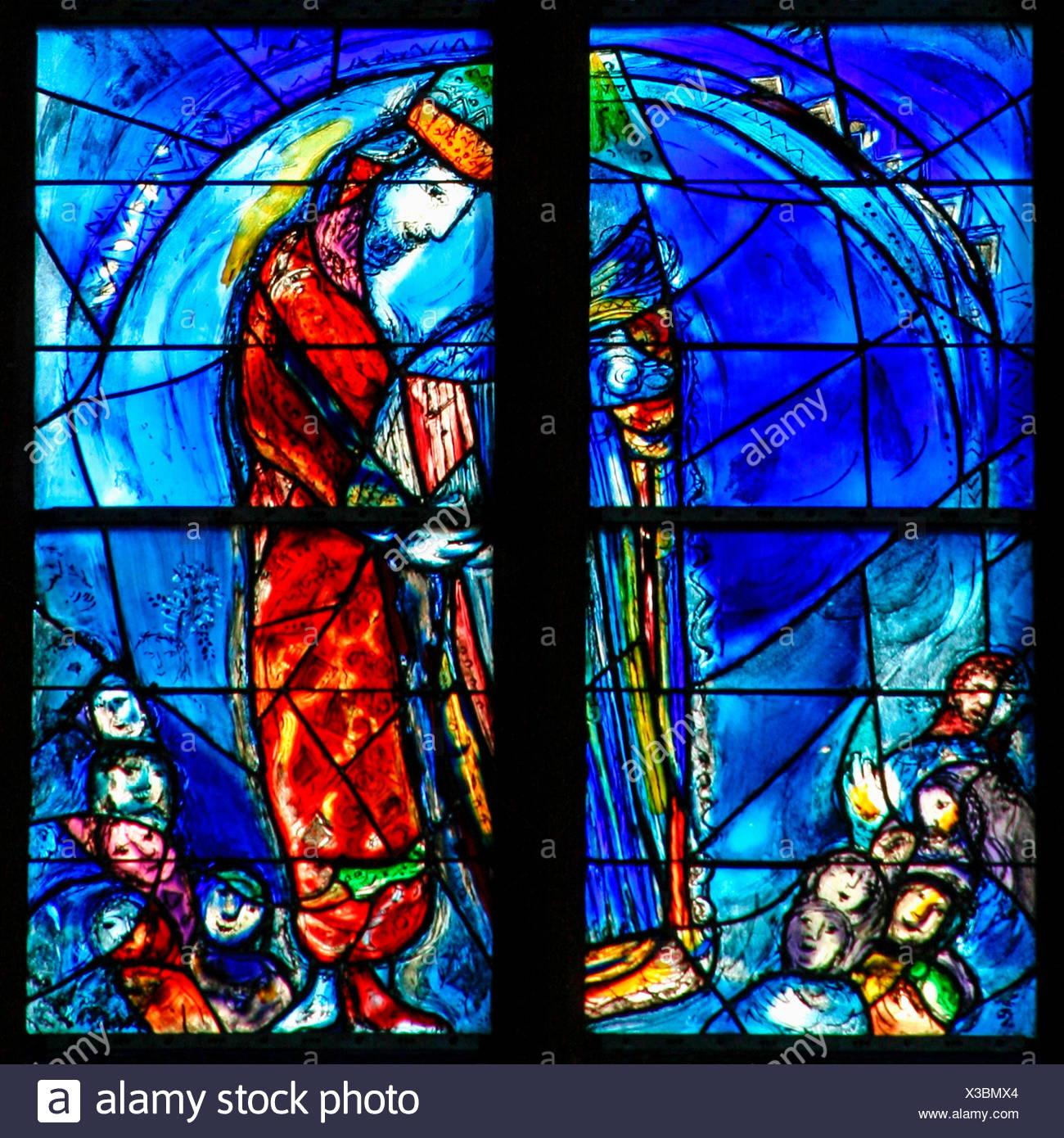Belle arti, Chagall, Marc (1887 - 1985), vetrata, creato nel periodo della ricostruzione 1978-1985, vista dettagliata, chiesa Santo Stefano, Mainz sul Reno, Renania-Palatinato, artista del copyright deve anche essere cancellato Immagini Stock